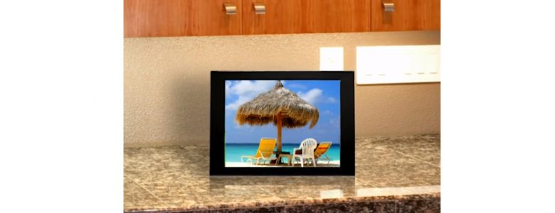 Winners of our best wi-fi picture frame review - Lady Qs