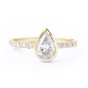 Pear ring 0.5 Ct diamond and 14K yellow gold ring